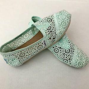 Toms mint Crochet shoes 6.5